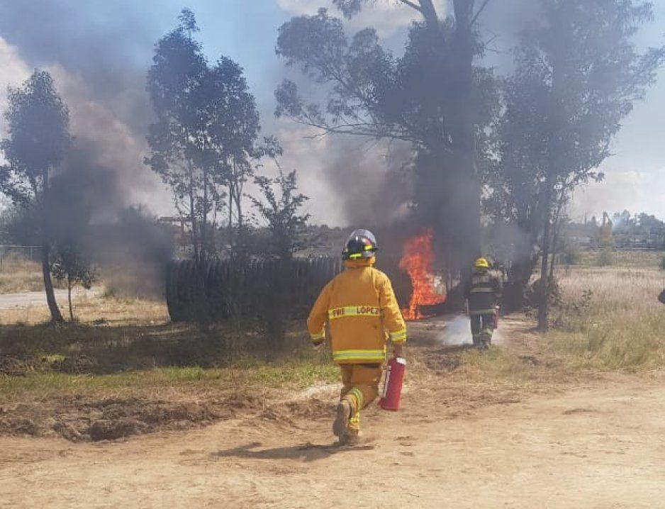 Vecinos de Juan C Bonilla prende fuego a campamento en Zacatepec