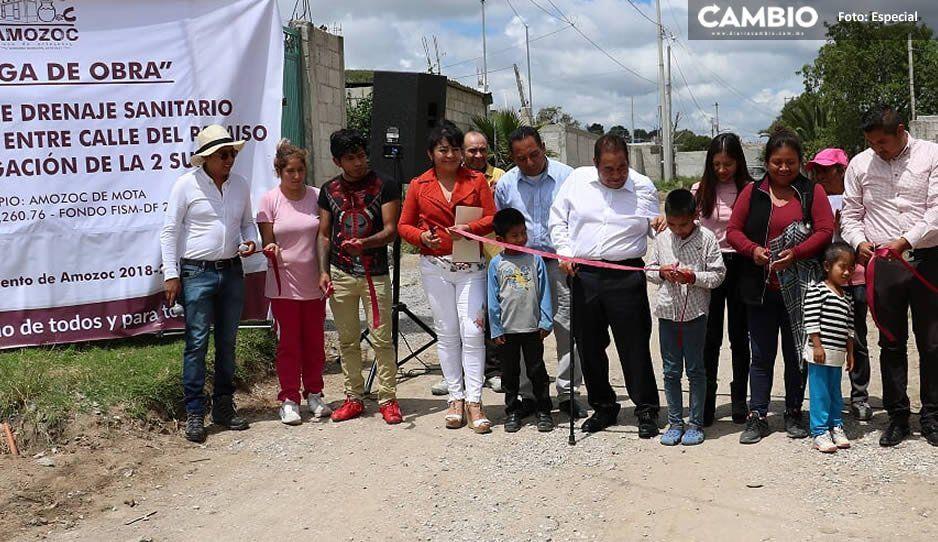 Mario de la Rosa entrega obra de drenaje en El Paraíso, Amozoc