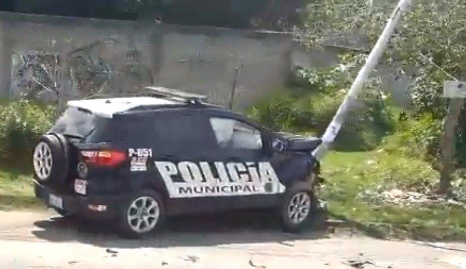 ¿Iba borracho el policía? Patrulla se estampa contra poste de luz en Bosques de Manzanilla (VIDEO)