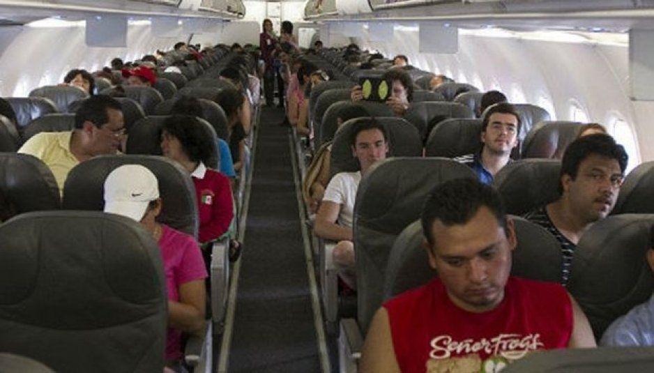 Pasajeros de Interjet denuncian olor a muerto en pleno vuelo