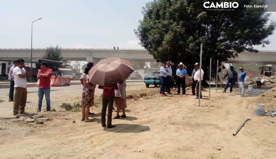 Pobladores de Acatepec protestan en la federal a Atlixco por despojo de predio
