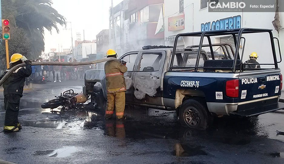 Pobladores queman 4 patrullas en Texmelucan tras accidente vial