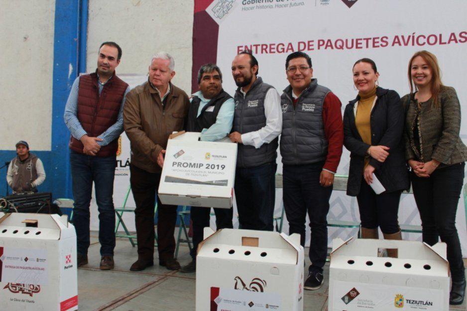 Ayuntamiento de Teziutlán entrega programa avícola