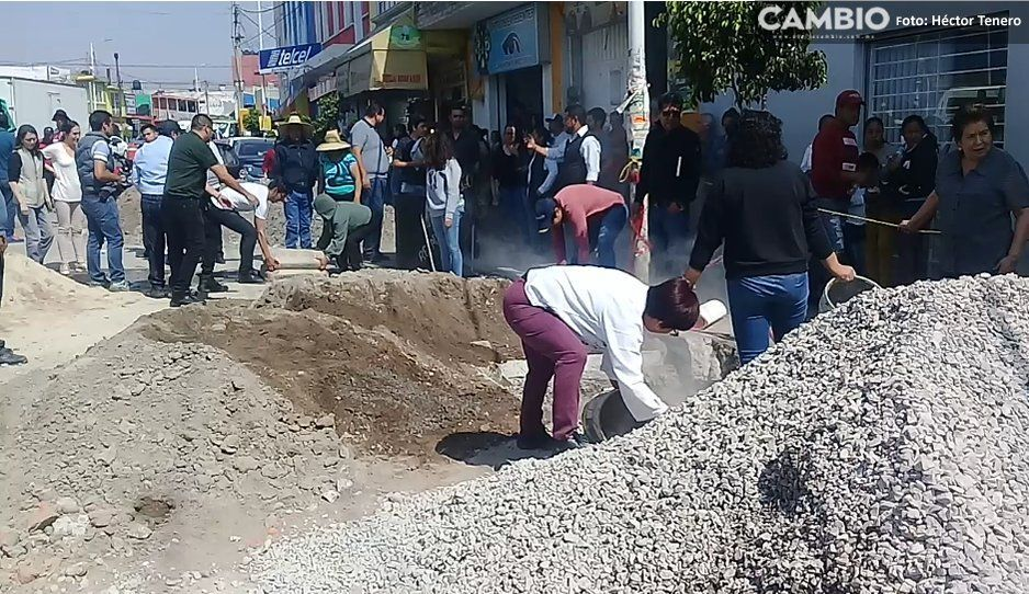 Vecinos paran construcción de corredor gastronómico en Texmelucan (VIDEO)