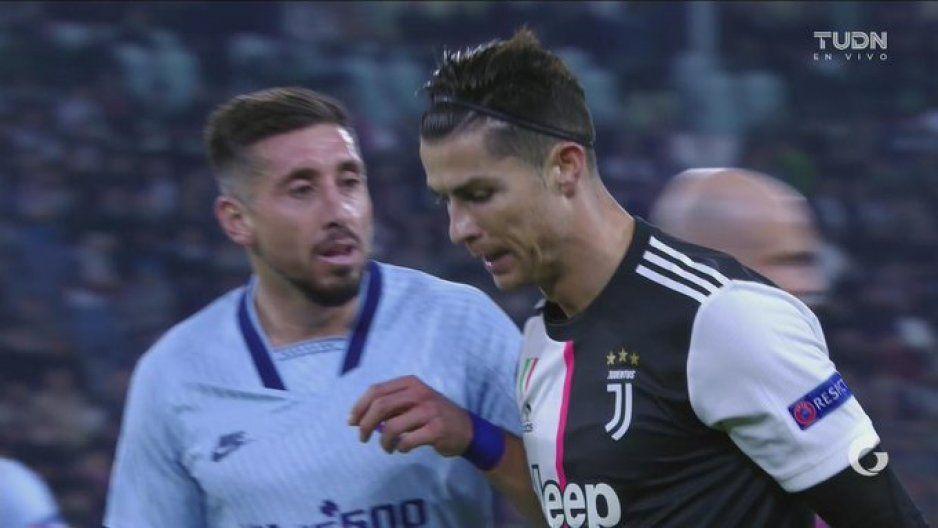 Batalla de guapos: Héctor Herrera confronta a Cristiano Ronaldo (VIDEO)