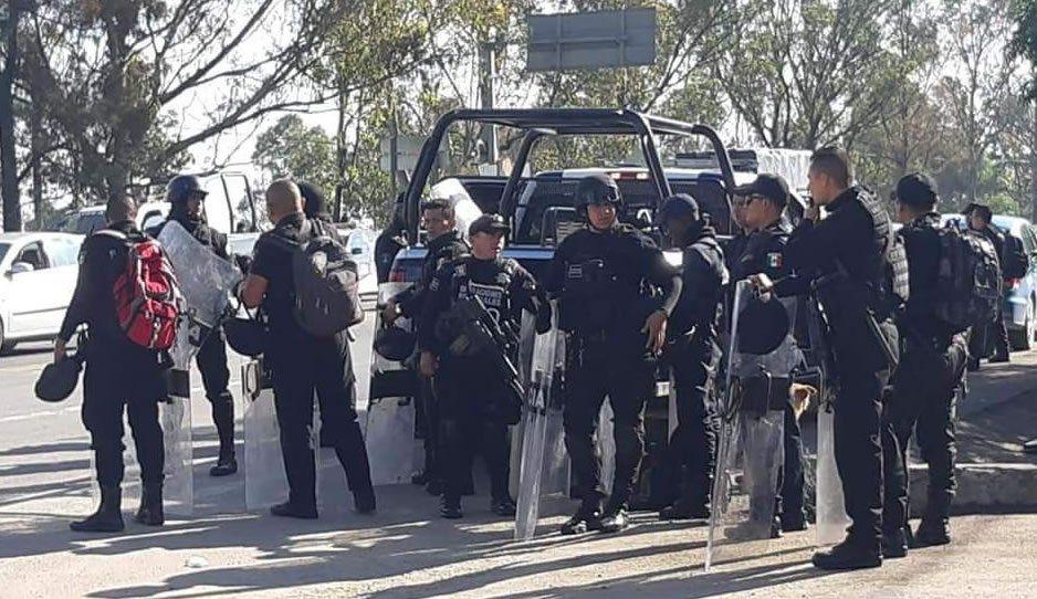 Tras 11 horas, rescatan a ladrón que iba a ser linchado en Ahuatempan (VIDEO)