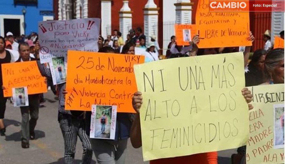 Claman justicia por la muerte de la maestra Virginia Tercero en Zacapoaxtla