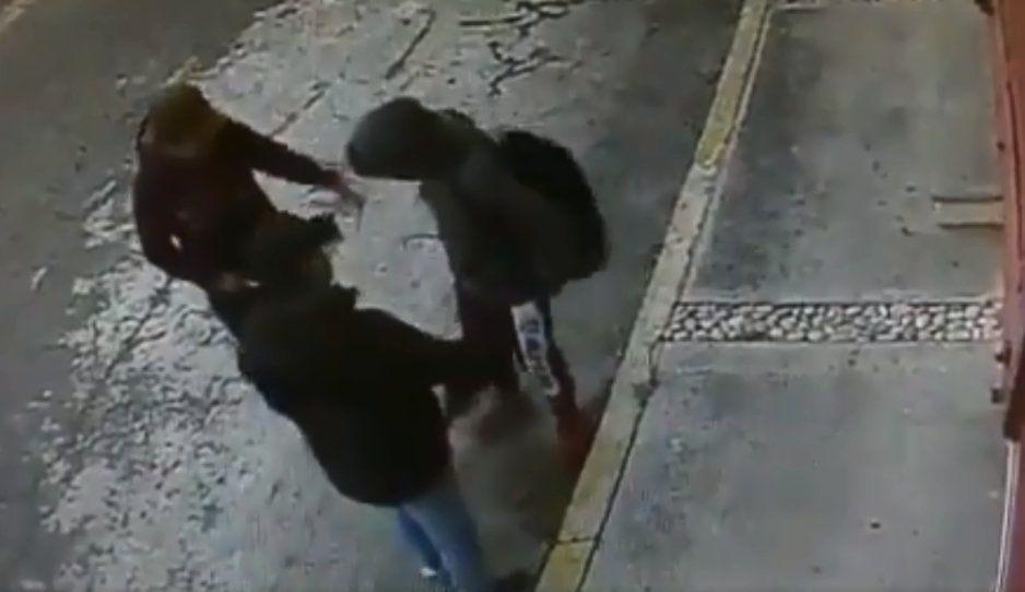 No paran los asaltos en Puebla: ahora agandallan a estudiante en Villas San Alejandro (VIDEO)