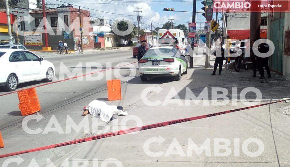 Cafre de la ruta 100 atropella y mata a un señor en San Juan Chachapa