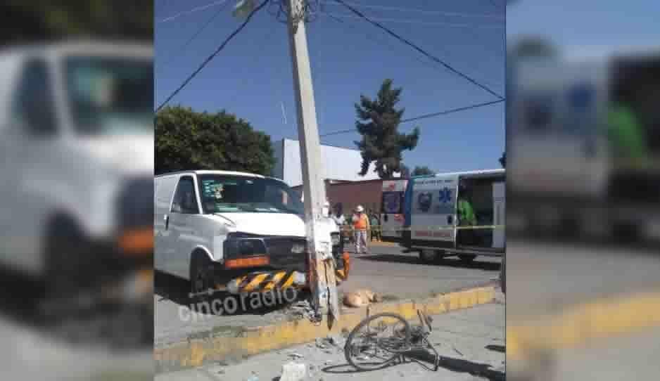 Borracho se lleva patrulla poste y un ciclista en San Gerónimo Atzompa (FOTOS)