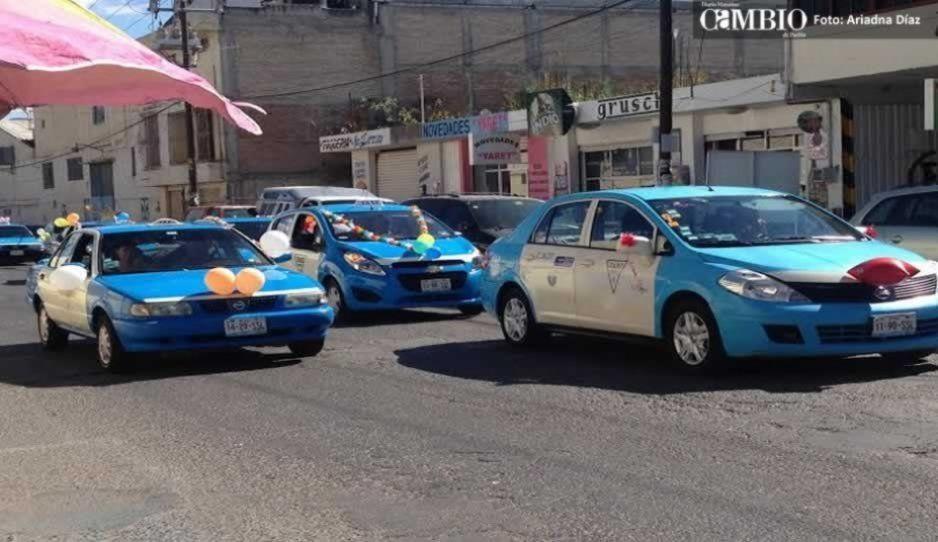 Taxistas se manifiestan exigiendo mayor seguridad en Tehuacán