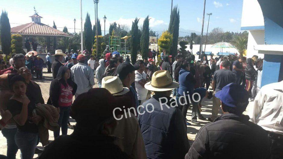 Gritos y jaloneos durante votaciones en Tlalancaleca