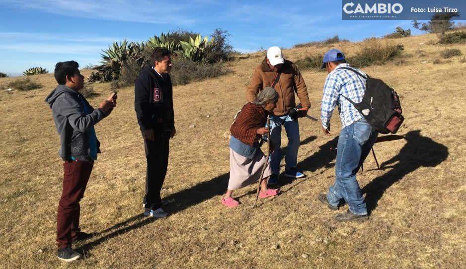 Abuelita se pierde dos días en un cerro tras salir a leñar con sus nietos en Amozoc