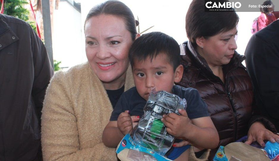 Titular del DIF Teziutlán entrega más  de 6 mil juguetes de los Reyes Magos