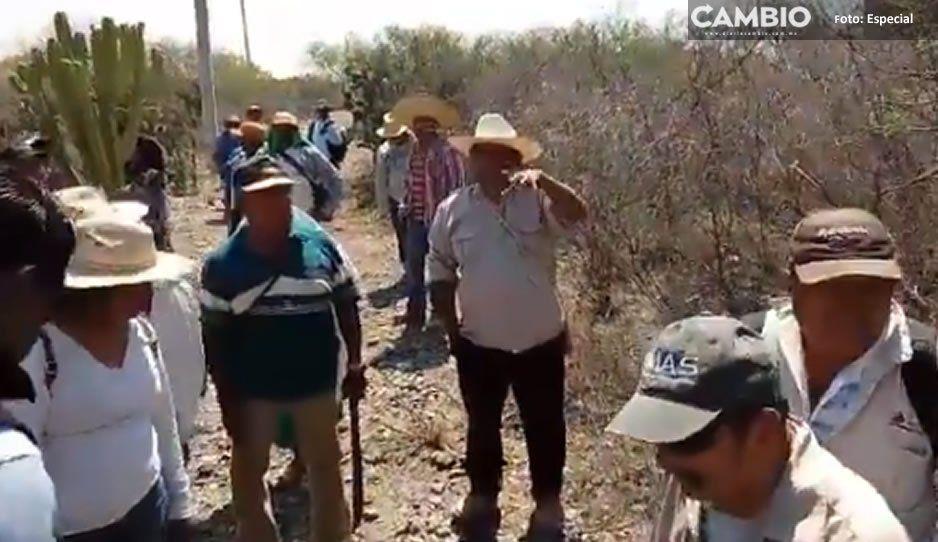 Protestan comuneros de Chilac porque el dueño del Museo del Agua invadió terrenos comunales