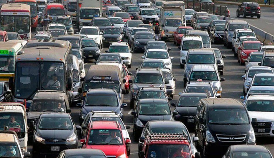 Poblanos perdemos 3 mil 932 pesos por estar atorados en el tráfico