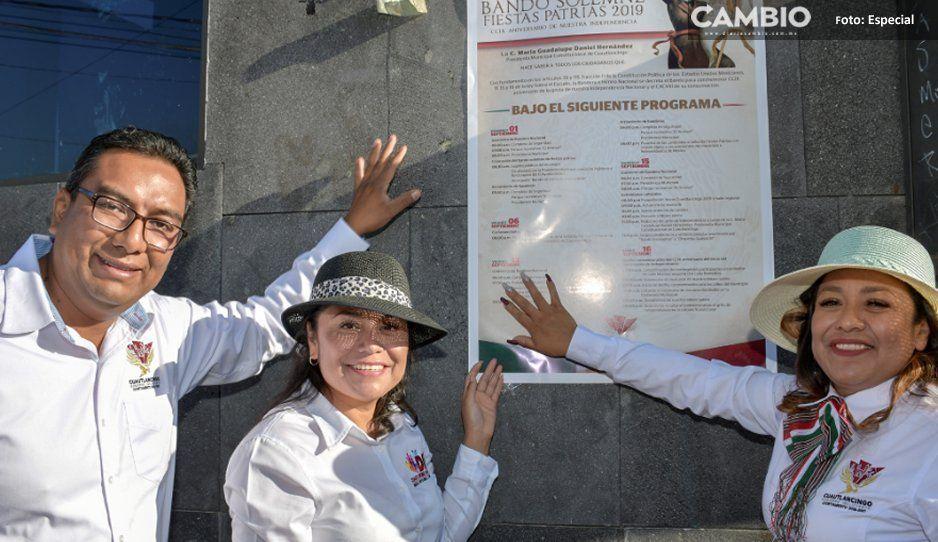Alcaldesa Lupita Daniel pega Bando  de Fiestas Patrias en Cuautlancingo
