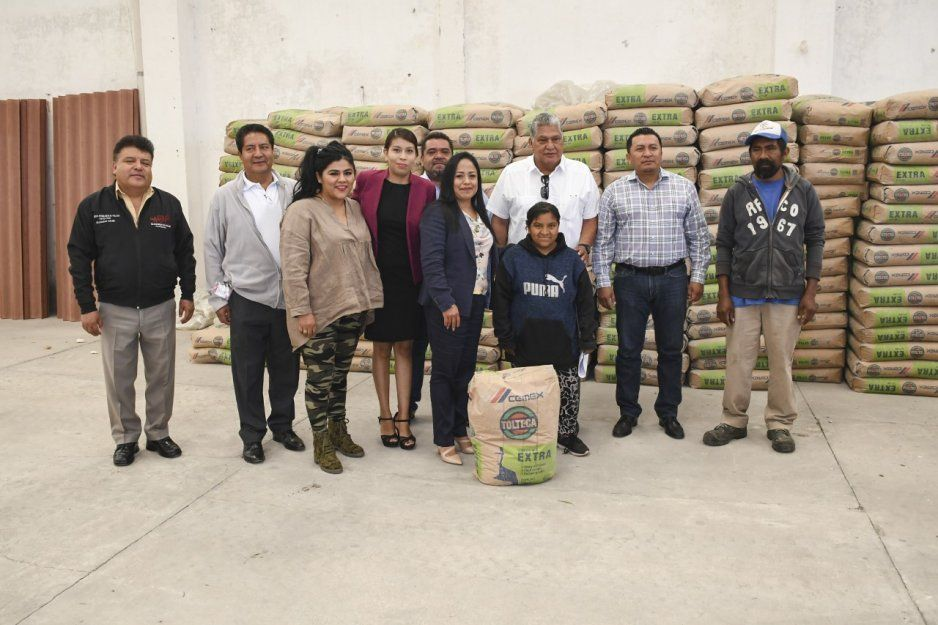 Entrega Lupita Daniel apoyos a familias de escasos recursos en Cuautlancingo