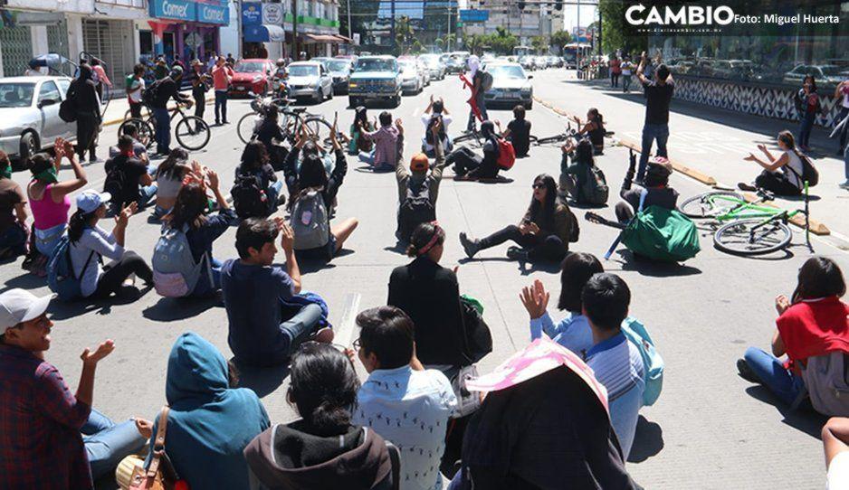 Supuestos estudiantes ocasionan caos vial durante marcha en el Bulevard 5 de Mayo (FOTOS y VIDEO)