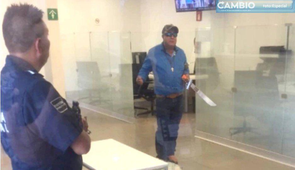 Terrorista entró a un banco armado con explosivos tomó rehenes y quería hablar con AMLO (VIDEO)