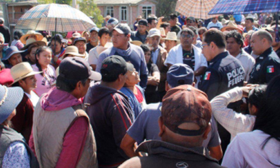 Pobladores de Zacatepec desconocen a su edil, llaman a nuevas elecciones el fin de semana