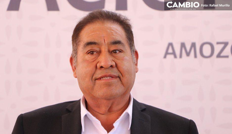 Alcalde de Amozoc se tira al piso: yo no tengo familiares en la nómina