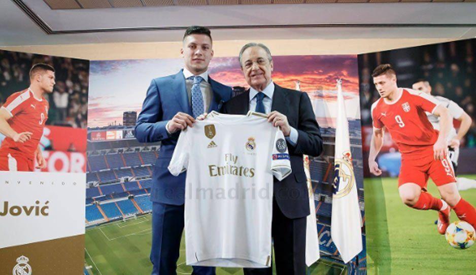 Real Madrid presentó a su nuevo delantero, Luka Jovic