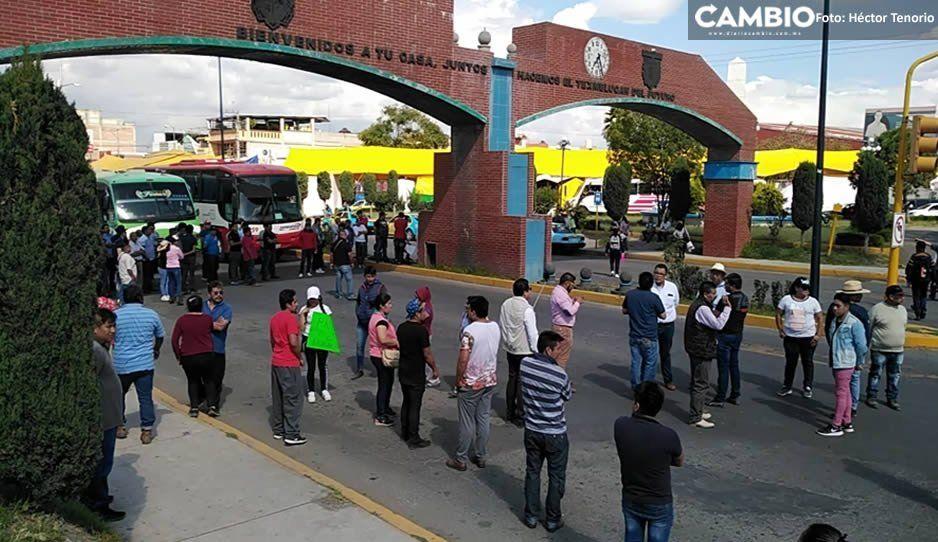 Comerciantes bloquean el acceso a Texmelucan para exigir mayor seguridad