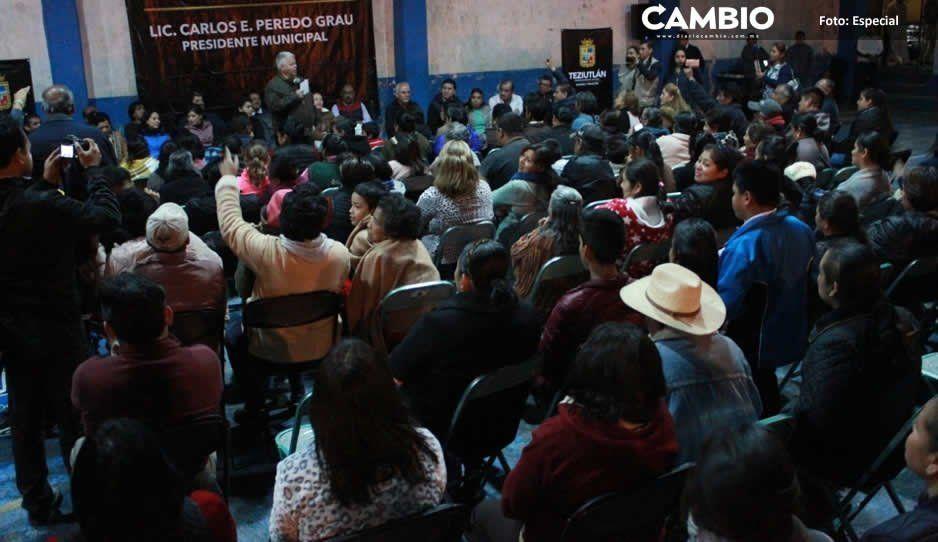 Carlos Peredo atiende a vecinos del barrio Xoloco en Teziutlán