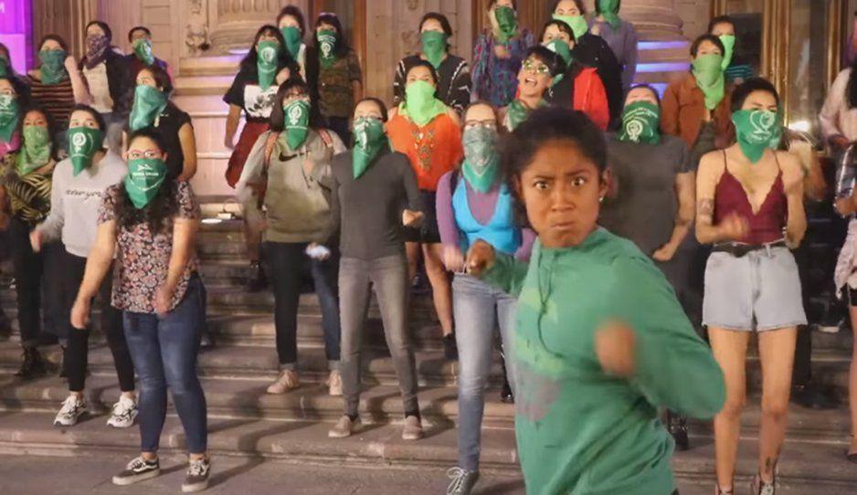 El Violador Eres Tú llega en versión reggaetón y se suelta la MEMIZA (VIDEOS)