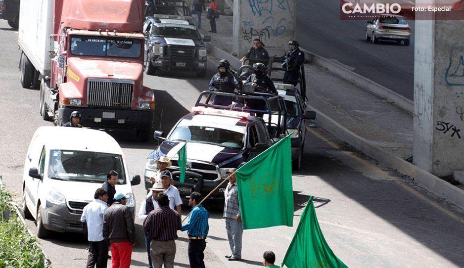 ¡Caos en la México-Puebla! Vecinos cierran la autopista, exigen que se tapen los baches