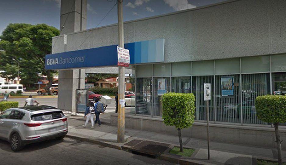 Delincuencia no descansa: le bajan 30 mil pesos en Huexotitla al salir del Bancomer