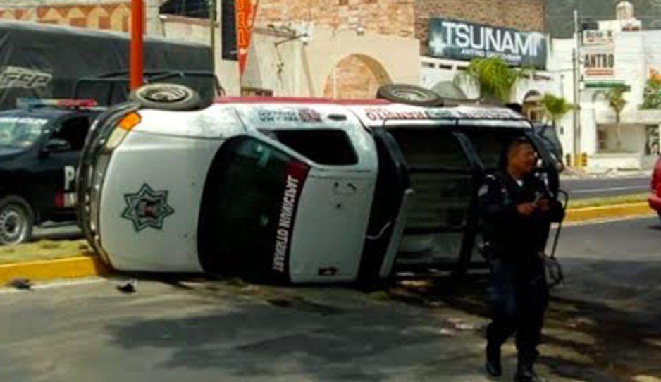 Vuelca patrulla de Tecamachalco en la Puebla-Tehuacán por ir a exeso de velocidad (VIDEO)