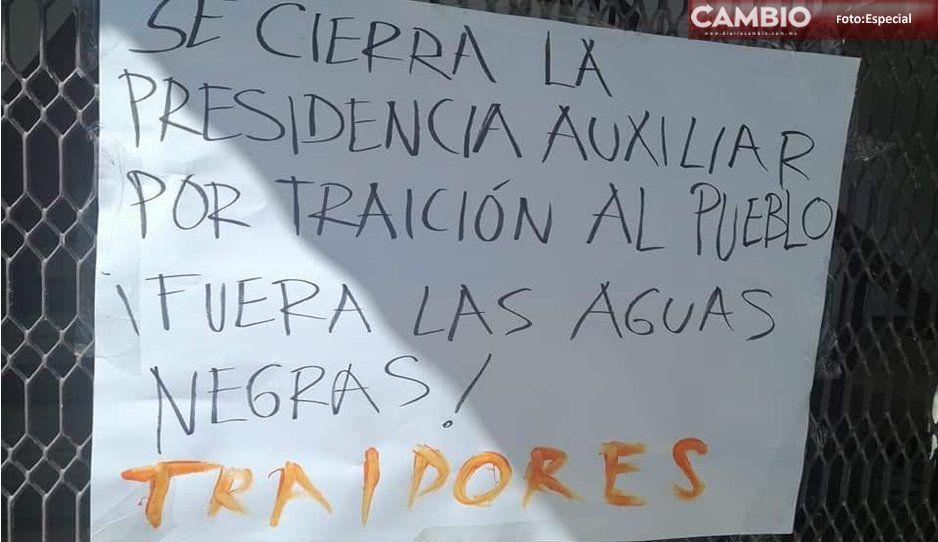 Pobladores toman la Presidencia Auxiliar de Zacatepec, acusan al edil de traicionarlos