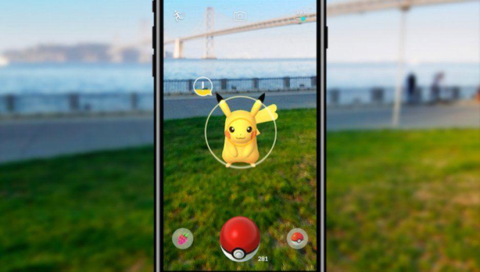 Juega Pokémon Go en 8 teléfonos mientras conduce; lo detienen