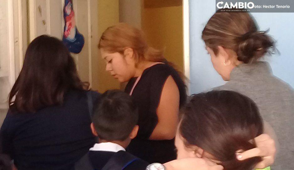 Surge la nueva #LadyMadreDelAño en Texmelucan: deja a sus hijos encerrados en el carro por horas