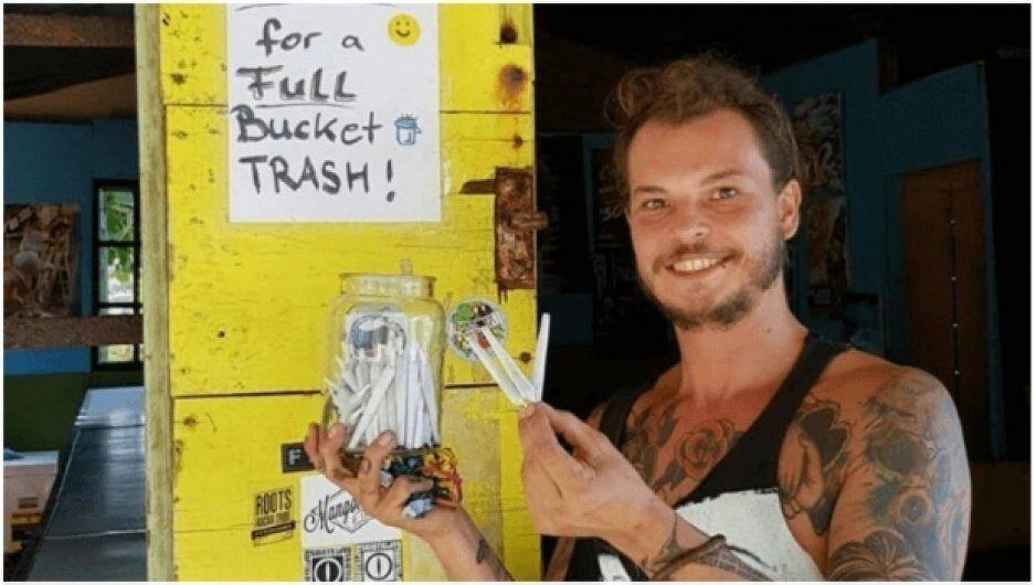 Regala marihuana a turistas que recojan basura en las playas