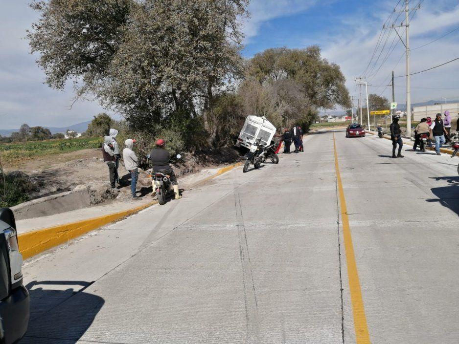 Policías detienen a sujeto por robar camioneta en El Verde