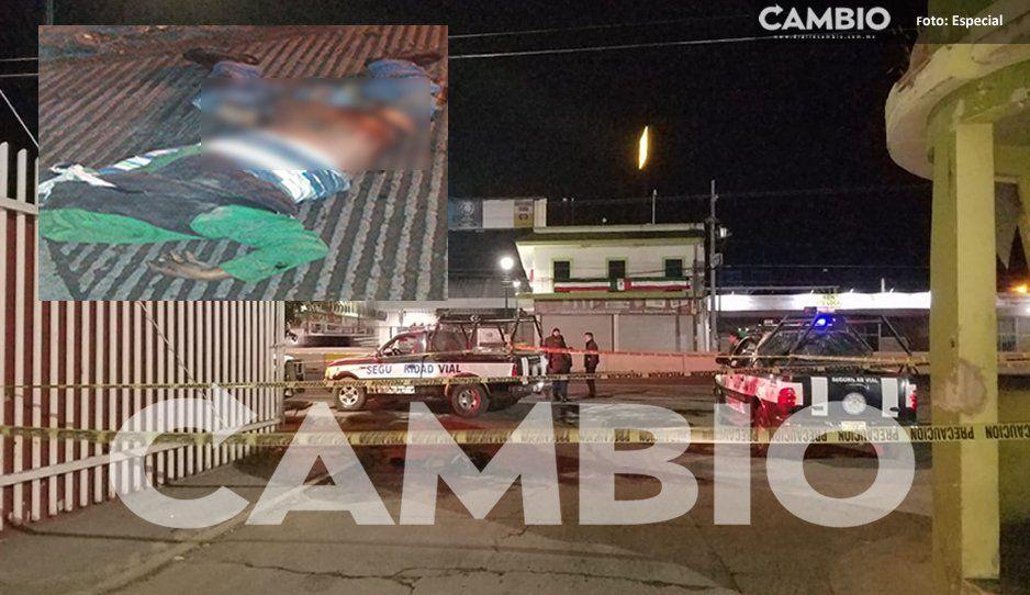 ¡Termina destrozado! Hombre alcoholizado intenta cruzar la calle y termina muerto en Huixcolotla