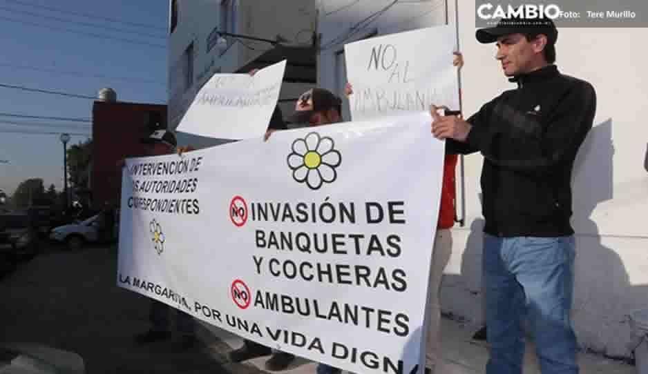 Habitantes de La Margarita exigen al delegado del IMSS actuar para que se pueda regular el ambulantaje