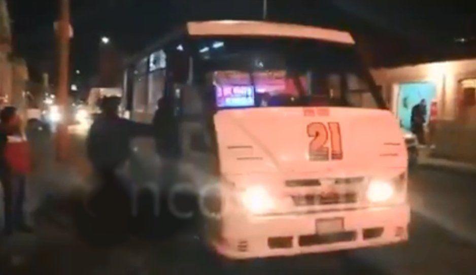 Pitufos encañonan y asaltan a pasajeros de la Ruta 21 (VIDEO)