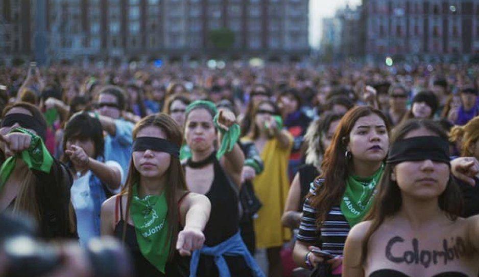 La culpa no era mía (era de mi violador): Mujeres de todo el mundo protestan en Internet