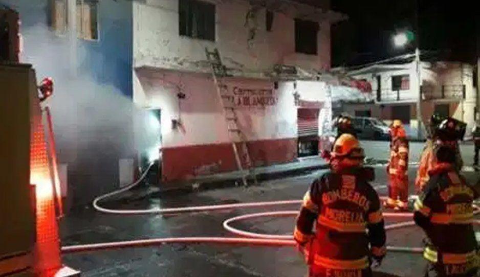 Arden vehículos en autolavado de Texmelucan