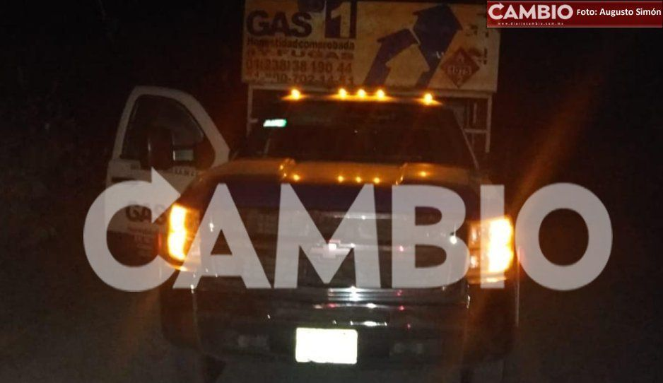 ¡Una menos para los hauchigaseros! Policías de Tochtepec recuperan camioneta gasera abandonada