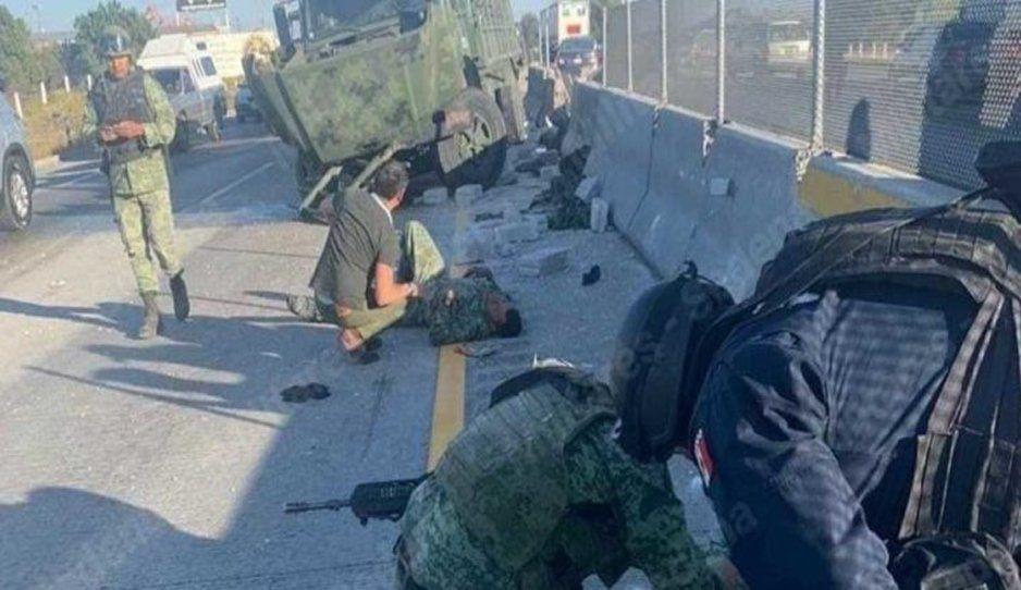 Vuelca camión de militares en la Puebla-Orizaba; hay varios lesionados