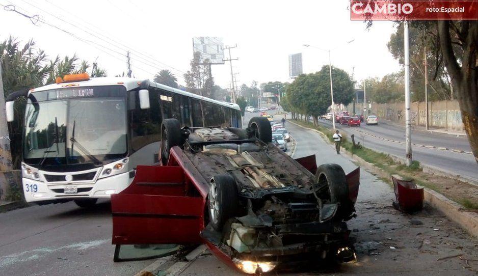 ¡Toma tus precauciones! Línea 2 de RUTA sufrirá demoras por volcadura de automóvil