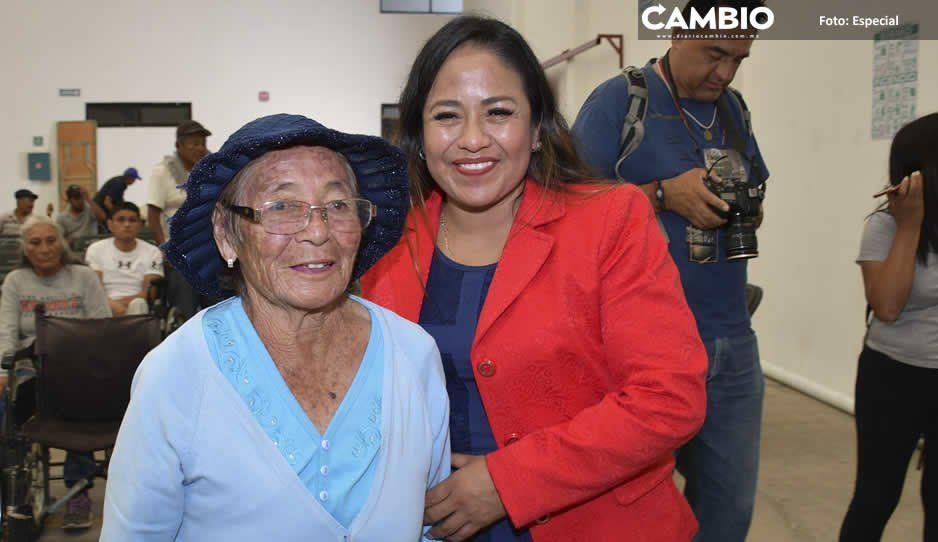 Lupita Daniel entrega aparatos ortopédicos en Cuautlancingo