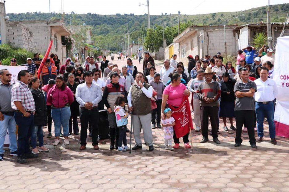 Entrega Mario de la Rosa obra en la colonia La Nueva España de Amozoc
