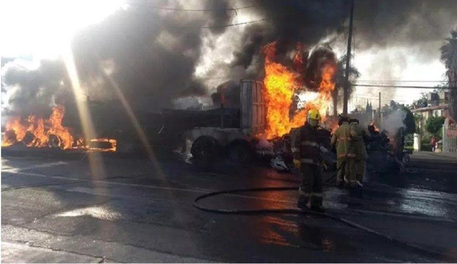 Suman ocho muertos por el choque de tráiler sin frenos en la México-Cuautla