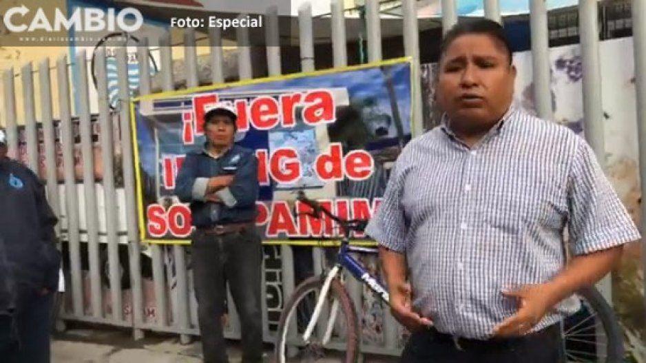 Pobladores y trabajadores de SOSAPAMIM  bloquean calles de Izúcar de Matamoros